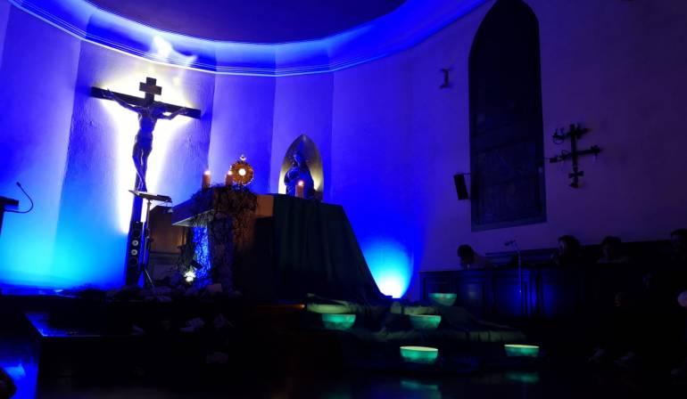 Momento de oración con los jóvenes de la Archidiócesis
